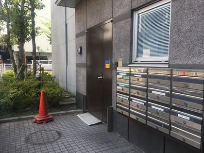 キレイモ川崎店の裏口